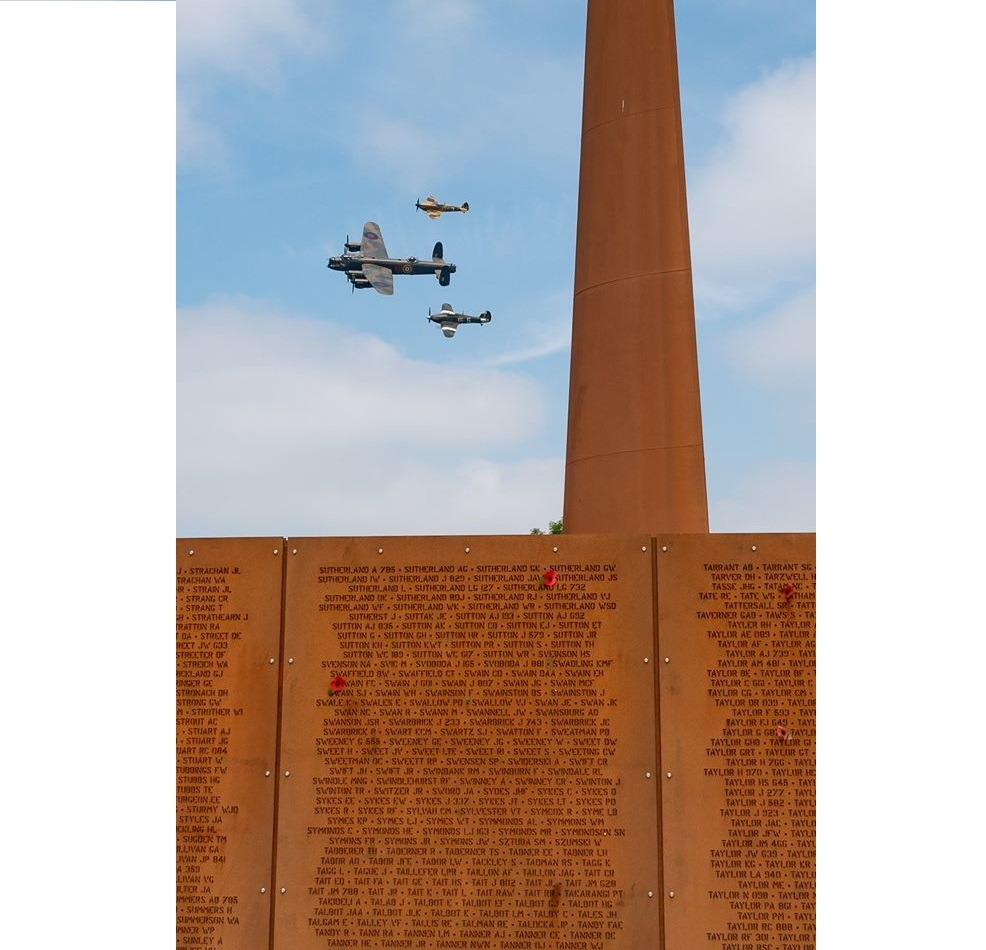 AIR CADETS ON WALLS OF REMEMBRANCE